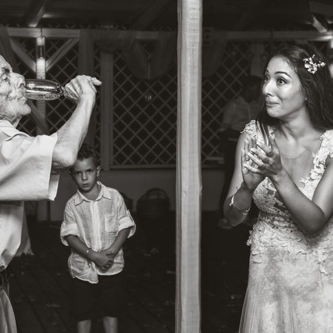 Αυθόρμητη φωτογράφιση νύφης και καλεσμένων Dimitris Tsinias